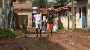 Com falta d'água, moradores recorrem a carros-pipa em bairros de São Luís - Famílias que sofrem com a falta de abastecimento estão recorrendo a carros-pipa em São Luís.