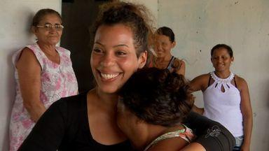 Garota encontra família biológica após 25 anos - CETV acompanhou encontro emocionante.
