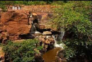 Em Missão Velha, cachoeira tem pouca água - Agricultores afirmam que a lavoura está prejudicada com o veranico do mês de fevereiro.