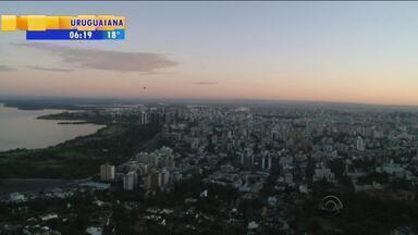 Tempo: Porto Alegre deve ter terça-feira (1) sem chuva - Temperatura deve subir durante a tarde.
