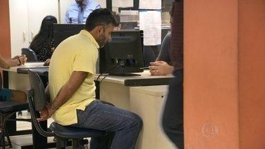 Preso o homem acusado de ser o comparsa de idoso que aplicava golpes na Zona Sul - O homem de 34 anos estava com bolsas, óculos, computadores pessoais, cartões, cheques e documentos.