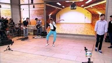 Francine dança sapateado com hits do verão - Bailarina faz sucesso com vídeos de suas coreografias nas redes sociais. Fátima mostra também uma professora grávida que dá aula com a música 'Paredão Metralhadora'