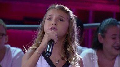 Giulia Nassa canta Out Here On My Own - Serginho elogia o desempenho da menina