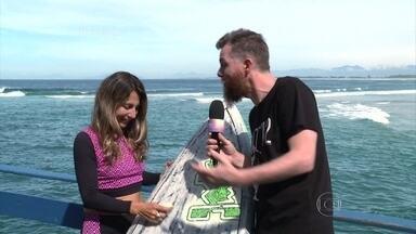 Marcos Piangers acompanha treino de surfista campeã aos 51 anos - Ângela é campeã de esporte que mistura surfe e Stand Up Paddle