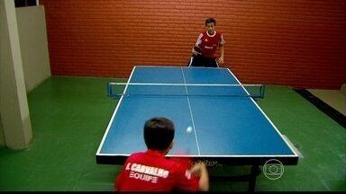Irmãos pernambucanos dividem paixão pelo tênis de mesa - Irmãos pernambucanos dividem paixão pelo tênis de mesa