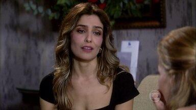 Yvone encoraja Nanda a ir atrás de Mike, mas liga para o comparsa e o orienta como agir - A mulher chantageada resolve procurar o falso Eric para avisar que não tem a quantia pedida