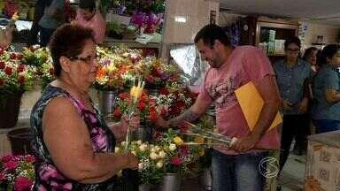 Floriculturas de Resende, RJ, lucram com o Dia Internacional da Mulher - Muita gente escolheu homenagear o público feminino com uma rosa.