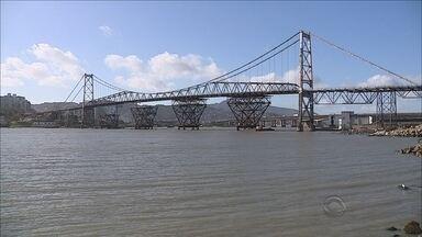 Última peça de sustentação da Ponte Hercílio Luz é colocada - Última peça de sustentação da Ponte Hercílio Luz é colocada; última etapa deve ser finalizada ainda neste mês
