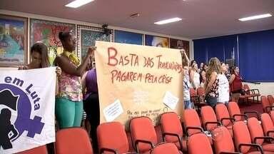 Vereadores aprovam em primeira votação lei para proibir venda de buzina a gás em Rio Preto - Os vereadores de Rio Preto aprovaram nesta terça-feira (8) numa primeira votação uma lei pra proibir na cidade a venda daquelas buzinas a gás, que provocaram um incidente com uma estudante que inalou o gás da buzina. A oposição já tinha dito em outras sessões que era contra o projeto, já que o uso correto da buzina - fazer barulho - não faz mal pra ninguém.