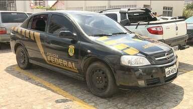 Bandidos adesivam carro como se fosse da Polícia Federal para tentar assaltar Correios - Imagens do circuito de segurança mostram os ladrões usando fardamento semelhantes aos de policiais federais.