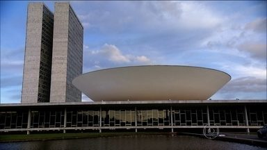 Oposição paralisa Congresso para acelerar o processo de impeachment - A semana será morta para votações e intensa de articulações. A presidente Dilma pediu pacificação e se reuniu com Lula por mais de duas horas.