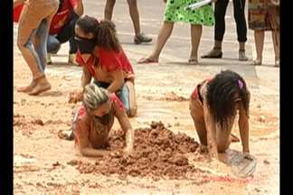 Em Parauapebas, um protesto de mulheres ligadas ao MST terminou em confusão - As manifestantes bloquearam a entrada da mina de ferro de Carajás e a Polícia Militar usou bombas de efeito moral e balas de borracha para dispersar o grupo.