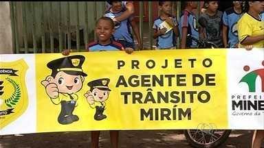 Projeto leva educação de trânsito para escolas de Mineiros, região sudoeste de Goiás - As crianças aprendem em sala de aula a se comportar nas ruas de maneira segura.