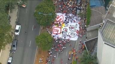 Manifestantes fazem ato de apoio a Dilma e Lula em cidades brasileiras - O domingo (13) também teve protesto a favor do governo Dilma, do PT e do ex-presidente Lula.