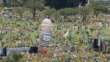 Atos contra o governo Dilma e a corrupção reúnem multidões no Brasil - Milhões de manifestantes foram às ruas para protestar contra o governo Dilma, a corrupção e para pedir o impeachment da presidente.