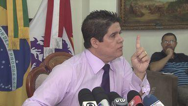 Prefeito de São Vicente confia em secretário preso por elo com 'máfia' - Luis Claudio Bili (PP) concedeu uma entrevista coletiva nesta segunda-feira. Prefeito diz que esquema não foi criado recentemente e é uma 'herança'.