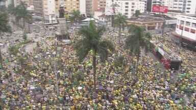 Protestos marcam domingo também na Baixada Santista - Milhares de pessoas vão às ruas protestar contra corrupção
