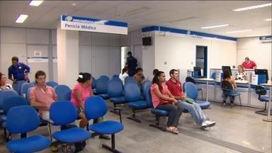 Segurados ainda enfrentam problemas para fazer perícia no INSS - Em alguns locais, a fila de espera para conseguir uma perícia pode demorar até cinco meses.
