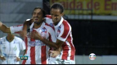 Náutico atropela o América-PE com cinco gols no Arruda - Léo Moura se apresentou para torcida do Santa Cruz. Empresário de Danilo Fernandes nega acerto com o Internacional.