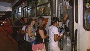 Araraquara aprova lei que autoriza desembarque de mulheres dos ônibus em qualquer local - A partir das 22h, passageiras poderão descer em qualquer trecho do trajeto do ônibus, mesmo que não seja parada. Medida visa mais segurança.