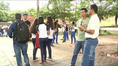 Professores e estudantes protestam em Açailândia, MA - Professores e alunos de uma das maiores escolas da rede municipal de Açailândia (MA) realizaram um protesto para reclamar de problemas na educação.
