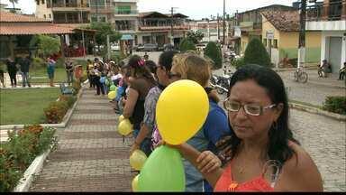 Professores de Araçagi protestam pedindo melhores salários - Aulas deveriam ter começado no mês passado.