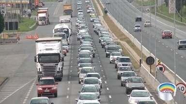 Câmeras de monitoramento auxilixam monitoramento da Dutra - Movimento na rodovia deve ser intensificado a partir de 16h.