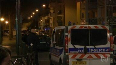 Seis suspeitos são presos na caçada a terroristas na Bélgica - Pelo menos seis pessoas foram detidas e o subúrbio de Schaerbeck está isolado. A polícia investiga se um segundo terrorista agiu no metrô.