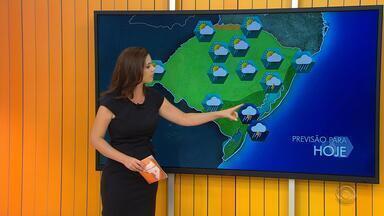 Tempo: pancadas de chuva devem atingir o RS neste sábado (26) - Sol também deve aparecer ao longo do dia.