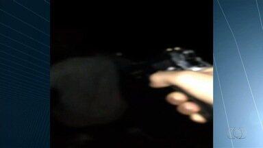 Estudante de direito é preso por porte ilegal de arma e tortura, em Goiânia - Sete armas foram encontradas na casa dele, além de um vídeo no qual ele tortura uma pessoas.