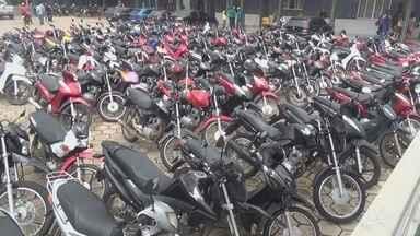 Mais 200 motocicletas são apreendidas em Itacoatiara, no AM - Veículos estavam circulando sem documentação.