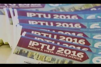 Carnês do IPTU começam a ser distribuídos em Uberlândia - Valor teve reajuste de 10,9% em relação a 2015, segundo Prefeitura. Município estima arrecadar R$ 102 milhões com o Imposto.