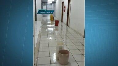 Goteiras e infiltrações prejudicam ainda mais a situação do Hospital do Gama - Funcionários denunciam o problema na unidade hospitalar. As goteiras ficam bem perto de onde ficam os pacientes.