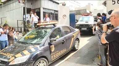 Ex-tesoureiro do PT Delúbio Soares e jornalista Breno Altman prestam depoimento na PF - Nova fase da operação Lava Jato se concentra na região metropolitana de São Paulo. Cinquenta policiais federais participaram da operação, que começou na manhã desta sexta (1º).
