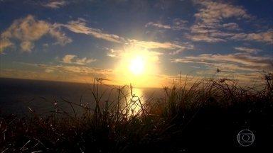 Ilha Martim Vaz recebe o primeiro nascer do sol do Brasil - Da terra, do céu, do mar, o Arquipélago da Trindade é um encanto. De onde se olhe, a ilha é fascinante, mas chegar lá não é fácil.