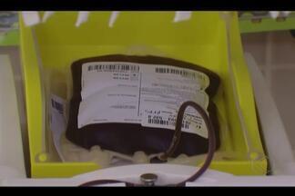 """Moradores do Santa Mônica e pais de alunos de escola adventista doam sangue em Uberlândia - Ação é realizada há três anos no colégio e faz parte do projeto """"Vidas por vidas""""."""