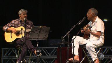 Salvador 467 anos: Caetano Veloso e Gilberto Gil comemoram 50 anos de carreira - Show acontece no Farol da Barra a partir das 20h deste sábado (2) e faz parte da programação do aniversário da capital baiana.