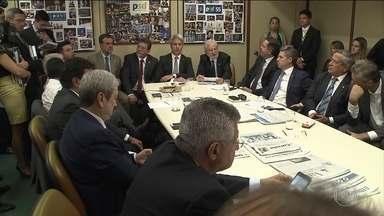 Comissão do impeachment pode prolongar discussão do relatório - A comissão começa a ouvir nesta sexta-feira (8) todos os deputados inscritos para falar sobre o relatório que recomenda o afastamento da presidente Dilma.