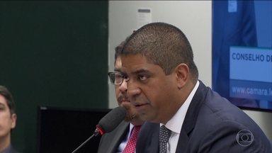 Doleiro cita propina de US$ 5 milhões que seria para Cunha - Leonardo Meirelles era sócio de Alberto Youssef e prestou depoimento no Conselho de Ética da Câmara nesta quinta-feira (7).