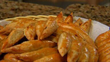 Aprenda a fazer um delicioso biscoito de alho - Veja esta e outras receitas do NE Rural em http://g1.globo.com/ceara/ne-rural/videos/