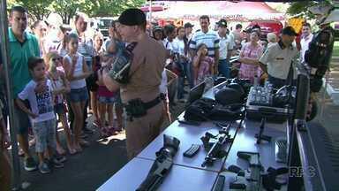 Projeto quer aproximar a Polícia Militar da comunidade - Muita gente foi até os Batalhões da região para conhecer de perto o trabalho dos policiais