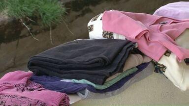 Cabide Solidário ajuda moradores de rua de Umuarama - Projeto coleta roupas e deixa à disposição das pessoas que precisam.