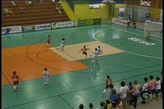 Noite de Sábado (8) foi decisões na Copa TV Grande Rio de Futsal - Foram definidos os primeiros finalistas da competição.