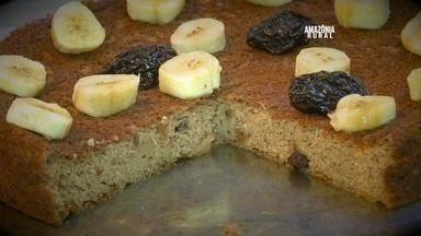 Aprenda a fazer uma deliciosa receita de bolo fitness - Bolo é feito com banana, ameixa, uva passa, castanha e aveia.