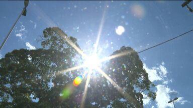 Altas temperaturas incomodam campinenses - As pessoas procuram se hidratar para escapar do calor.