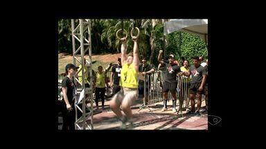 Desafio de crossfit movimenta população na praça Jerônimo Monteiro em Cachoeiro, Sul do ES - Esporte testa os limites do corpo humano.