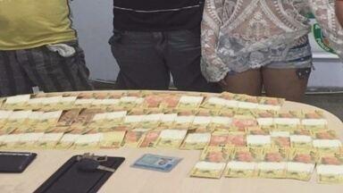 Grupo paga lanches com dinheiro falso e é preso com R$ 1,3 mil - Três homens e uma mulher foram presos no Bairro J. Paulo, na Zona Leste