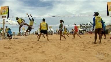 Super Sacada reúne mais de 5 mil participantes em Salvador - O evento bateu o recorde mundial de mais pessoas jogando vôlei ao mesmo tempo.