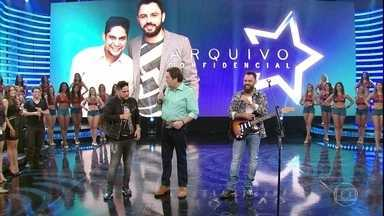 Mães de Jorge & Mateus relembram momentos da infância da dupla - Os cantores se emocionam no palco do Domingão
