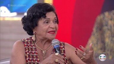 Médica de 82 anos enfrenta 6 horas de barco para atender famílias de pescadores - Joana é a única médica que presta atendimento no arquipélago das Marianas, que fica a 72Km de São Luís, no Maranhão
